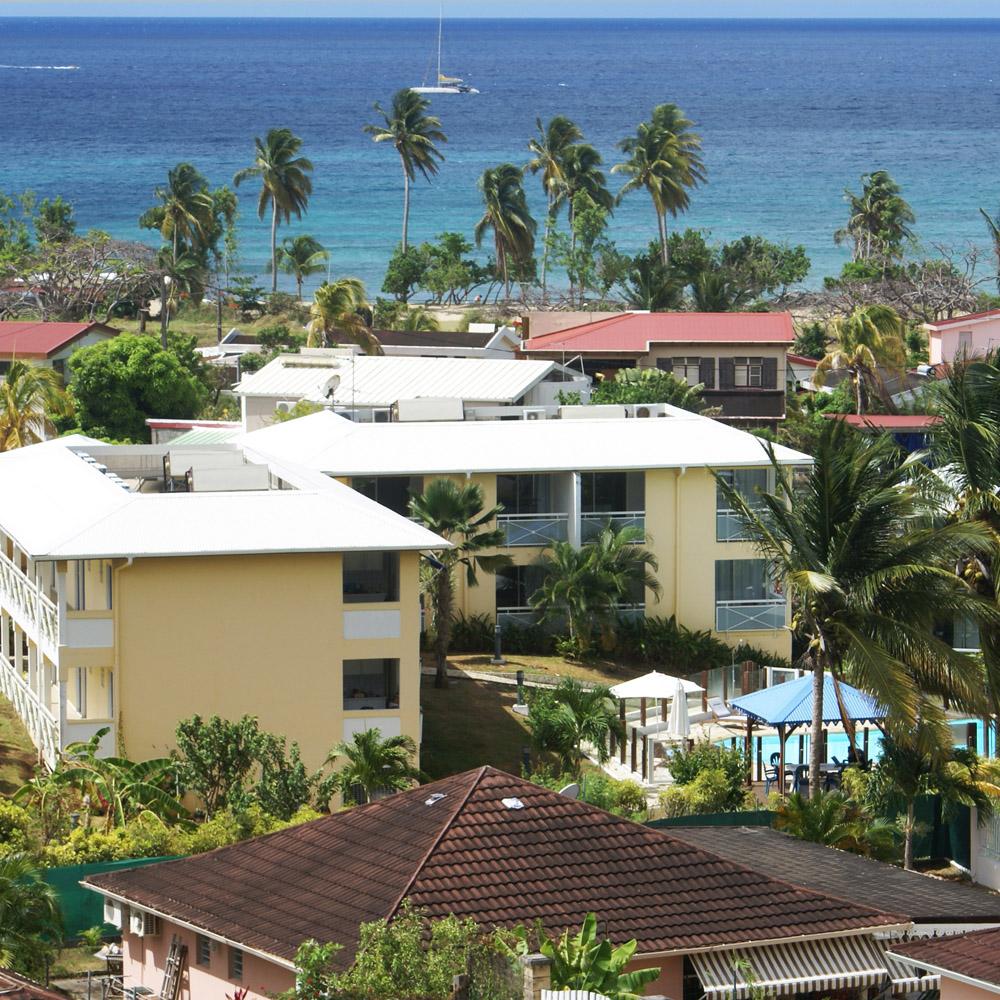 Vue sur la résidence et la mer des Caraïbes