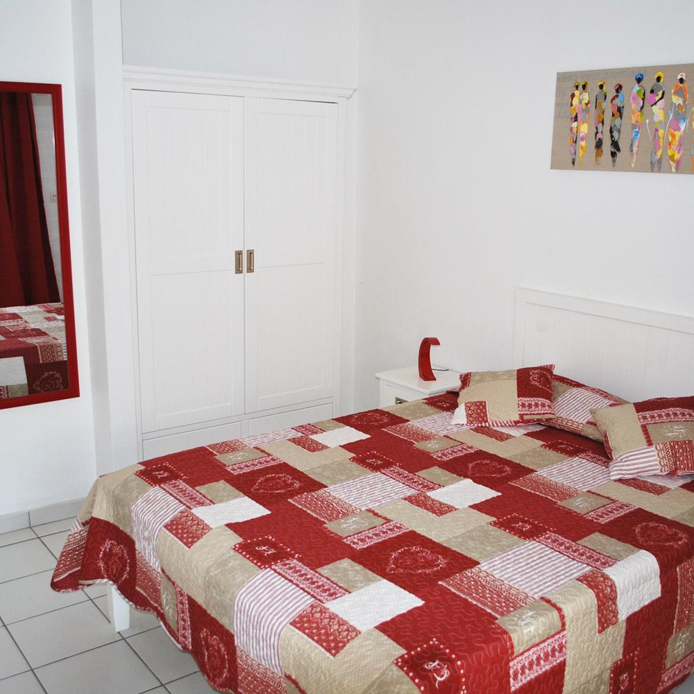 Les Créolines - red studio flat